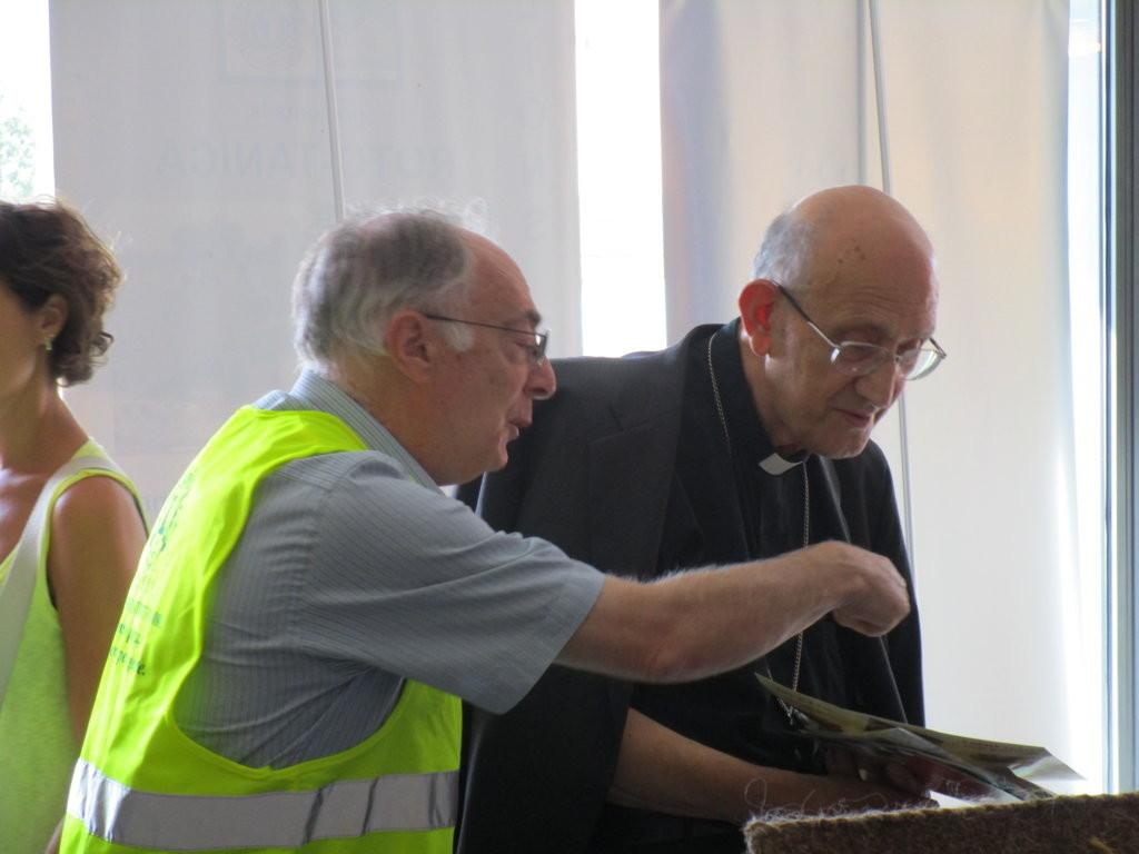 Arcivescovo emerito Chiaretti in vista al nostro stand (FILEminimizer)