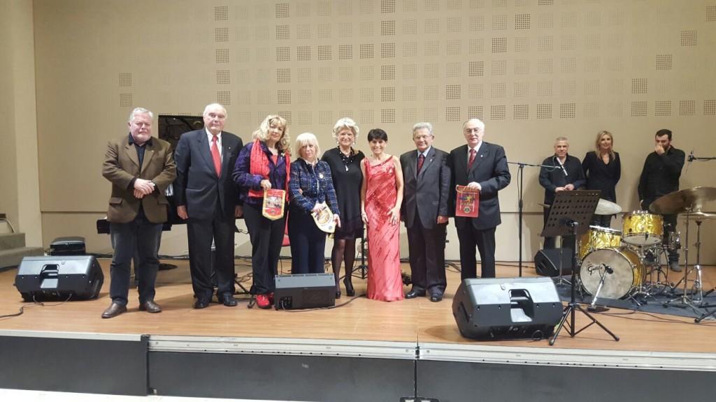 La Cantante con i Presidenti ed il Governatore
